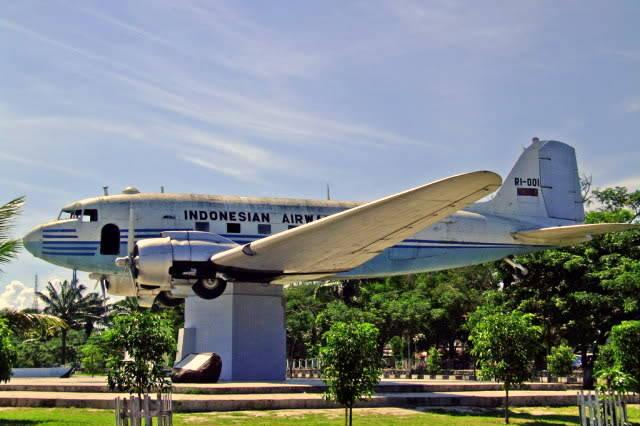 Foto Replika Pesawat Seulawah RI 1 di Blang Padang
