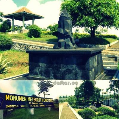 Monumen Meteorit Wonotirto